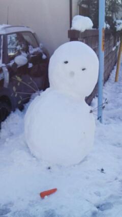 通りすがりの雪だるま